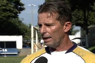 Karmino Colombini, técnico do Aparecidense (Foto: Reprodução/TV Anhanguera)