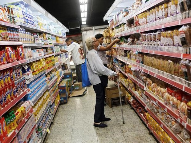 Preço dos alimentos recuou em outubro, segundo o IBGE. (Foto: Nacho Doce/REUTERS)