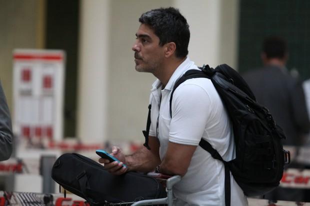 Junno Andrade no aeroporto Santos Dumont (Foto: Wagner Santos / Foto Rio News)