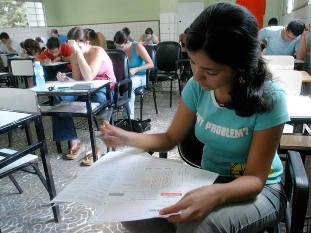 Estudantes durante Exame Nacional de Desempenho (Enade) (Foto: Carlos Alberto da Silva - A Gazeta 06/11/2005)