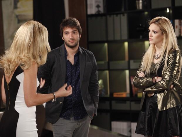 Megan se revolta contra Pamela (Foto: Raphael Dias/TV Globo)
