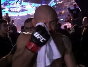 BLOG: Imagens dos bastidores mostram Aldo chorando após derrota para Holloway
