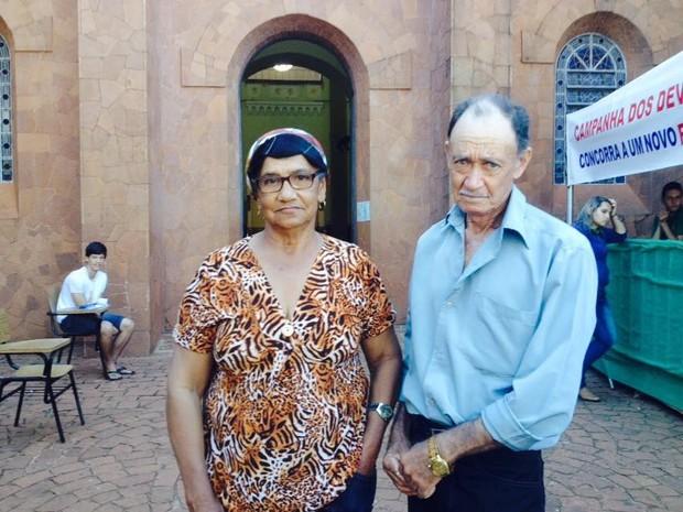 Devotos, Edna e o marido visitam a cidade de Romaria todos os anos (Foto: Fernanda Resende/G1)