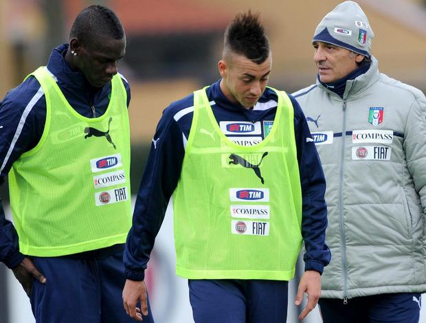 Balotelli El Shaarawy Prandelli Itália (Foto: EFE)