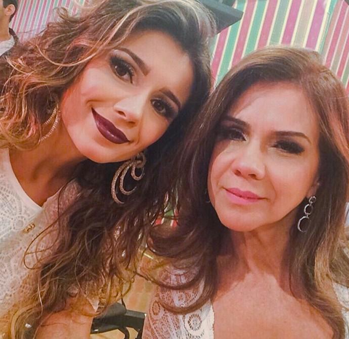 Paula Fernandes com a mãe, Dulce (Foto: Arquivo Pessoal)