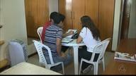 Grupo de jovens estuda junto para a prova do Enem