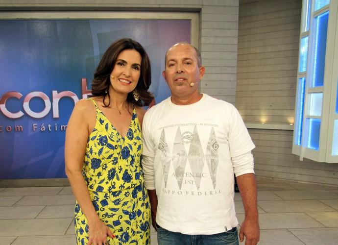 Convidado com a Fátima após o programa  (Foto: Carolina Morgado/Gshow)