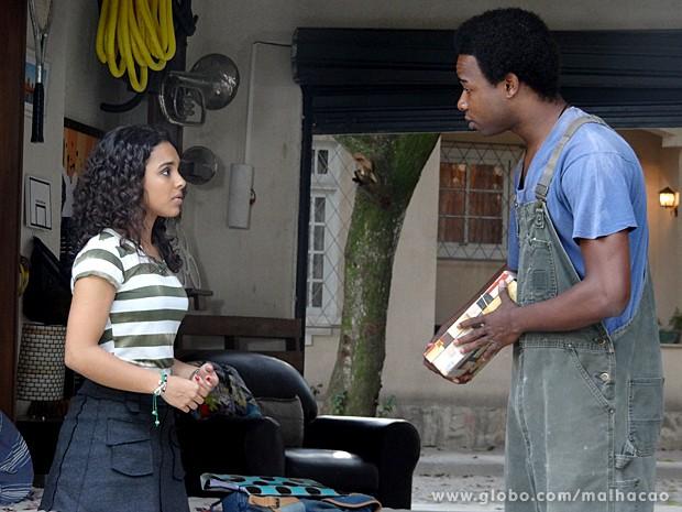Frédéric fica magoado com a intromissão de Julia em sua vida (Foto: Malhação / TV Globo)