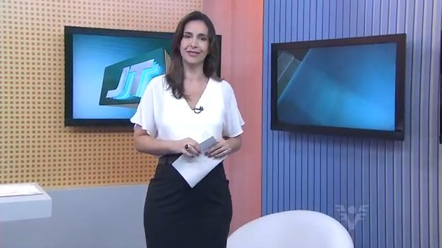 Vanessa Machado no Jornal da Tribuna 1ª edição (Foto: Reprodução/TV Tribuna)
