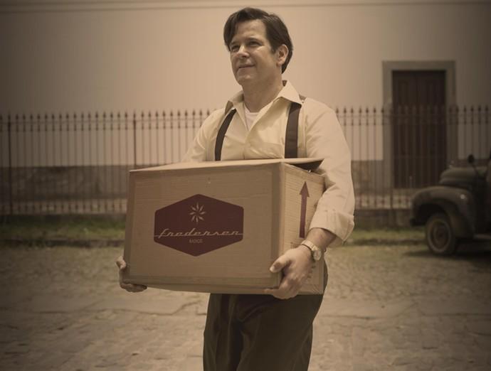 Murilo Benício é Saulo Ribeiro, um vendedor de aparelhos de rádio que acredita no poder da televisão. (Foto: Globo/Estevam Avellar)