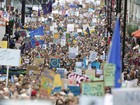Milhares se reúnem em Londres para protestar contra Brexit