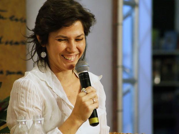 Karina Rabinovitz e Elieser César falam sobre o amor à poesia na Flica (Foto: Egi Santana / G1)