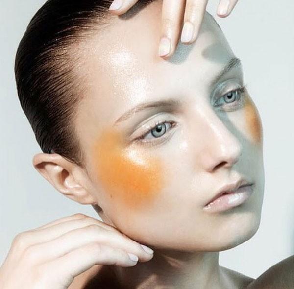 Blush amarelo no make criado pela makeup artista Lottie S (Foto: Reprodução Instagram)