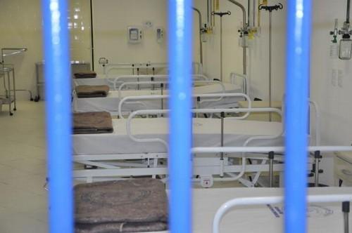 Foto (Foto: Em agosto de 2011, quando foi inaugurada, a UPA prisional parecia pronta para atender a população carcerária. (Crédito: Divulgação))