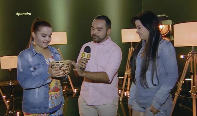 Maiara e Maraisa ganham paneiro de presente (Foto: Rede Amazônica)
