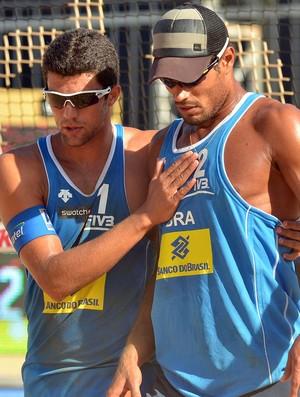 Vitor Felipe e Moisés no Circuito Mundial de Vôlei de Praia (Foto: Divulgação)