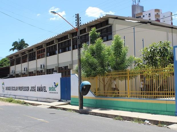 Escola no bairro São Cristovão, Zona Leste, foi colocada como área de risco (Foto: Gil Oliveira/ G1)