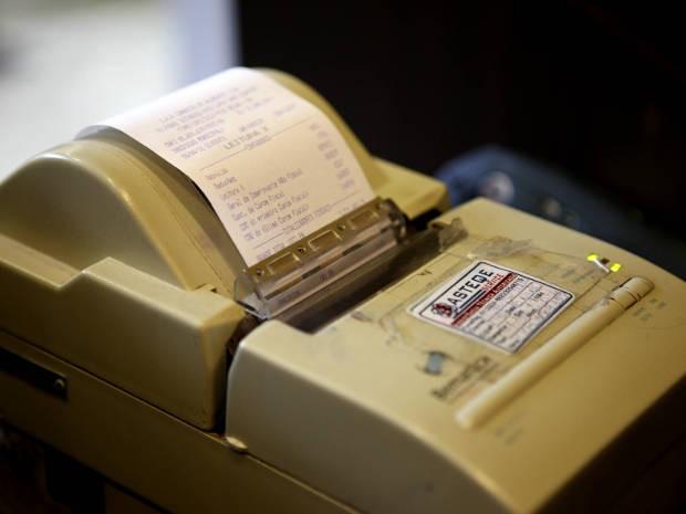 Empreendimentos não poderiam emitir notas fiscais, por isso, máquinas e blocos de nota foram apreendidos (Foto: Divulgação/Sefa-PA)