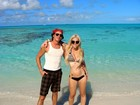 Mayra Dias Gomes mostra corpão em praia nas Bahamas