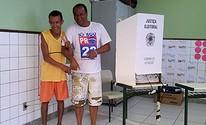 Deficiente visual faz questão de votar, em Vila Velha (Juirana Nobres/ G1 ES)