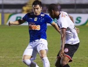 Volante Willian Farias no jogo entre Santa Rita-AL e Cruzeiro (Foto: Thiago Parmalat / Light Press)