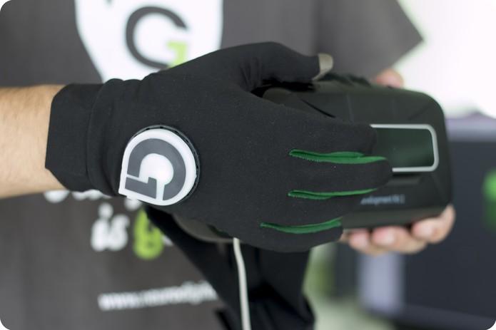 Gloveone te permite sentir objetos de realidade virtual (Foto: Divulgação/Gloveone)