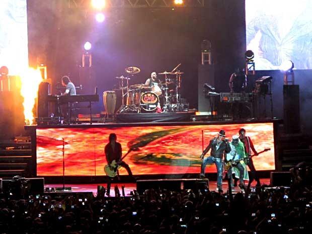 Músicos da banda Guns N' Roses durante show em Brasília (Foto: Lucas Nanini/G1)
