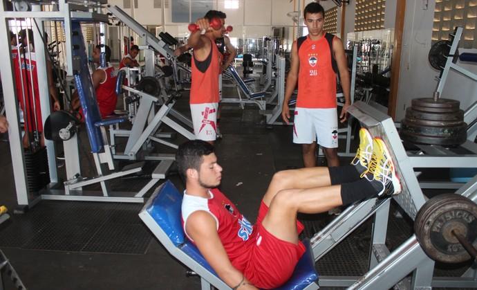 treino do River-PI - academia (Foto: Abdias Bideh/GloboEsporte.com)