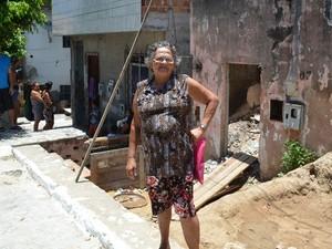 Aposentada mora no bairro Há 40 anos (Foto: Tássio Andrade/G1)