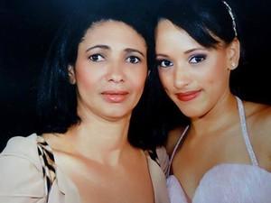 Mãe morre em acidente ao levar filha para fazer matrícula em medicina - Elisa e Isabella são de Goiânia (Foto: Arquivo pessoal)