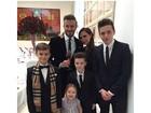 Família reunida! David Beckham e Victoria posam com os filhos