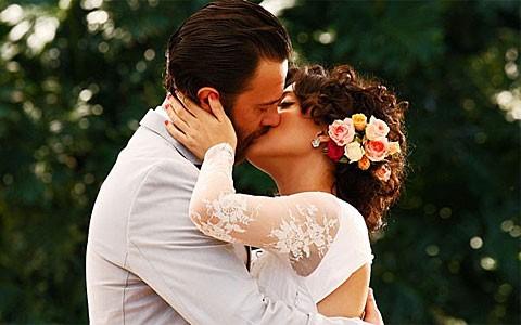 Miriam e Rodrigo se casam em cerimônia repleta de amor (Amor Eterno Amor/TV Globo)