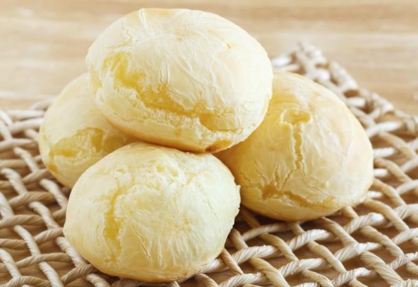 Pão de queijo artesanal leva queijo Minas na receita. Aprenda!