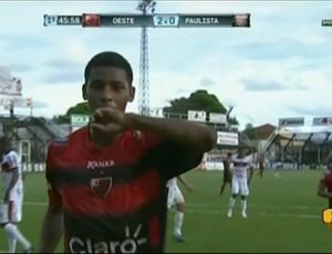 Wagninho comemora gol da vitória do Oeste contra o Paulista (Foto: Reprodução / Premiere FC)