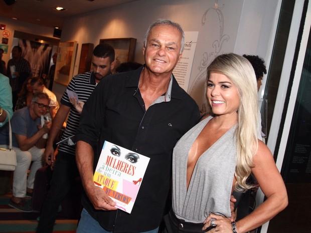 Kadu Moliterno e a namorada, Cristianne Rodriguez, em peça no Rio (Foto: Anderson Borde/ Ag. News)