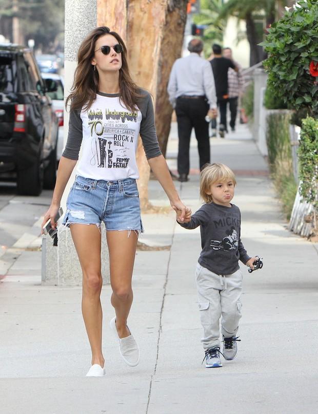 Alessandra Ambrosio e Noah (Foto: X17)