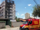 Prédio abandonado pega fogo na zona sul de São José dos Campos