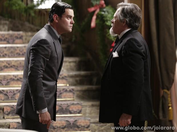 Manfred revela a Ernest que é dono majioritário das ações da Fundição Hauser (Foto: Fábio Rocha/TV Globo)