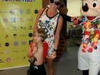 Adriane Galisteu vai com o filho, Vittorio, curtir bloco infantil