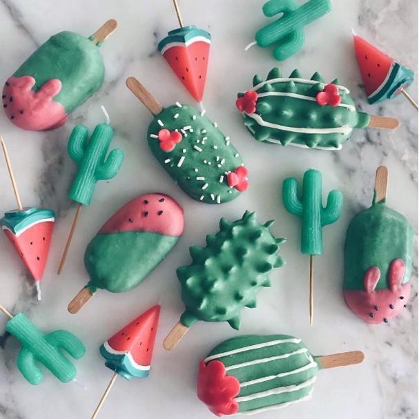 Jovem aprende a fazer cake pop com sobras de bolo e faz sucesso no Instagram (Foto: Instagram/Reprodução)