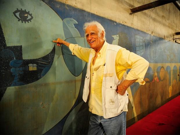 Ziraldo em frente ao mural que pintou no Canecão, em Botafogo, na Zona Sul do Rio. (Foto: Fernando Frazão/Agência Brasil)