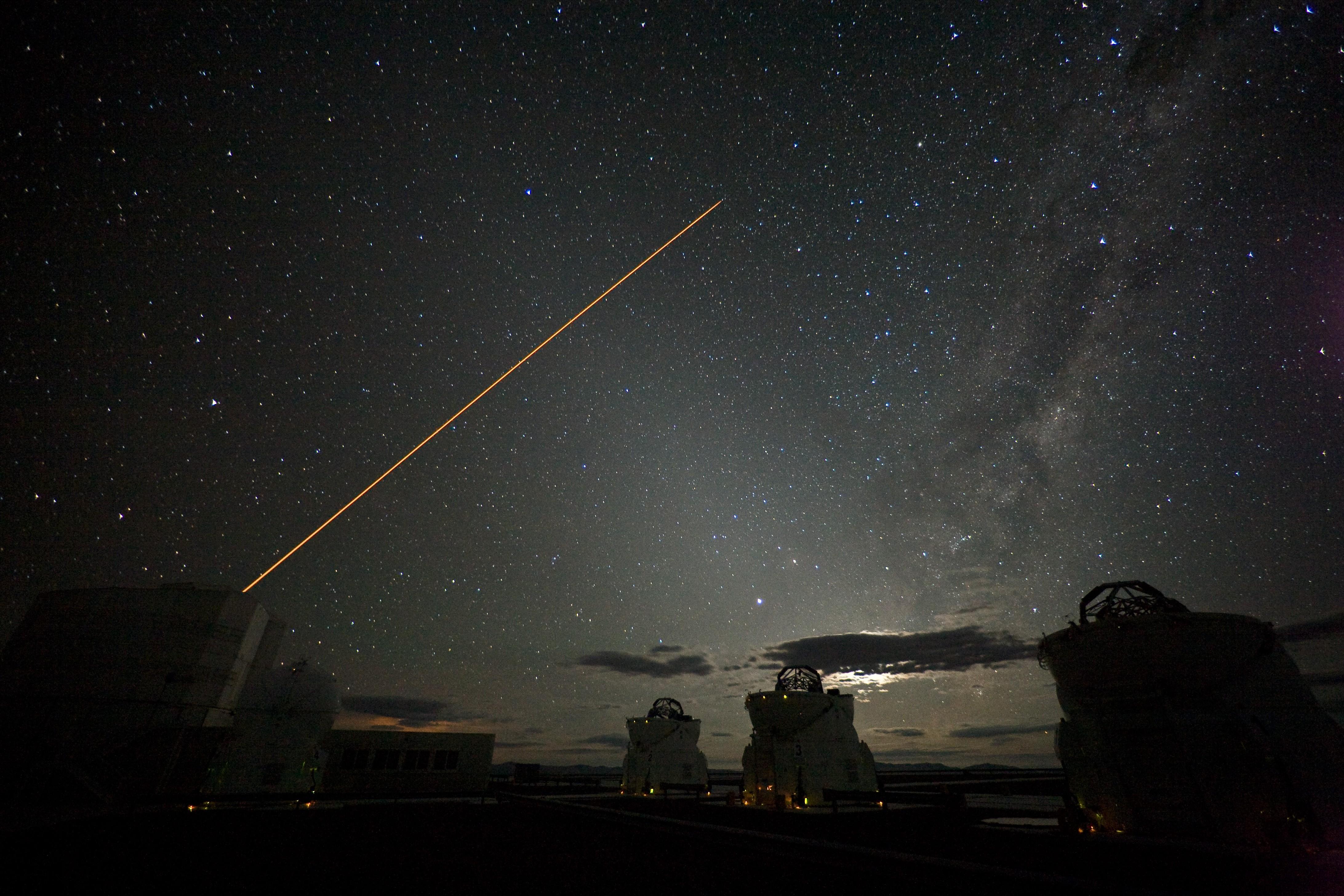 VLT vasculha os céus do deserto do Atacama (Foto: ESO/H.H.Heyer)