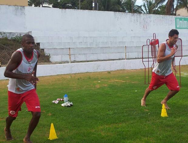 Fabinho e Renan Marques treinam no América-RN (Foto: Antonio Netto/Inter TV Cabugi)