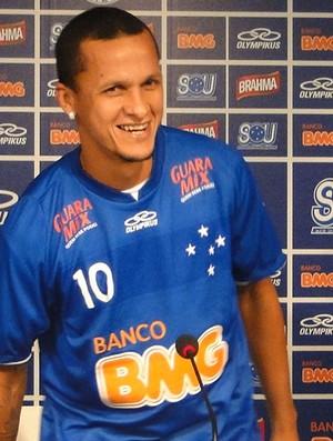 Souza apresentação Cruzeiro (Foto: Gabriel Medeiros / Globoesporte.com)