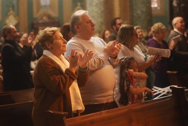 Daniel Dangelo na missa de Cauby Peixoto (Foto: Iwi Onodera/ EGO)