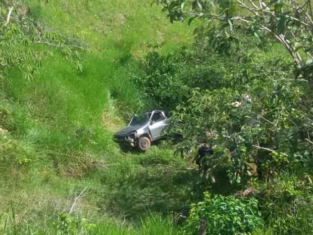 Veículo caiu de altura de aproximadamente 18 metros (Foto: Rodomilson Lucas/Arquivo Pessoal)