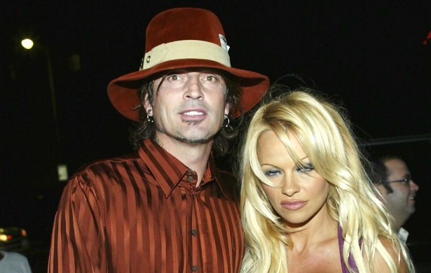 Antes de Paris Hilton, havia ela: a sex tape de Pamela Anderson com o roqueiro Tommy Lee vazou em 1995. (Foto: Getty Images)