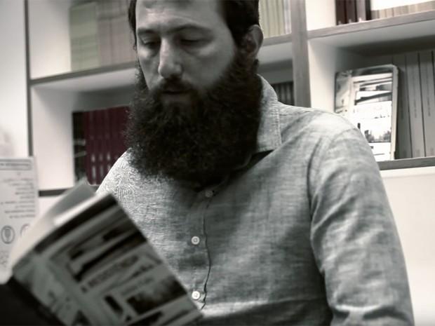 Julián Fuks levou o Prêmio Jabuti na categoria Romance pelo livro 'A Resistência' (Foto: Reprodução/YouTube/Companhia das Letras)