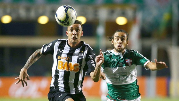 Pedro Botelho e Valdivia, Palmeiras x Atlético-mg (Foto: Marcos Bezerra / Agência Estado)