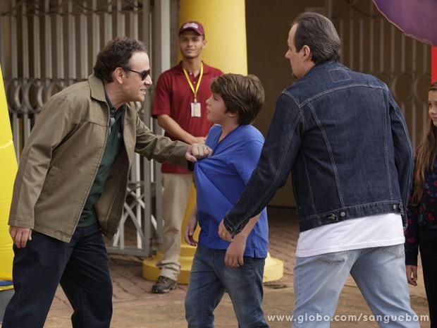 Bento lembra de quando foi expulso por Wilson ainda criança (Foto: Sangue Bom/TV Globo)